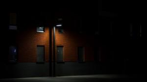 Tamsūs kiemai, nestebimi vaizdo kamerų, vagis traukia kaip magnetas.