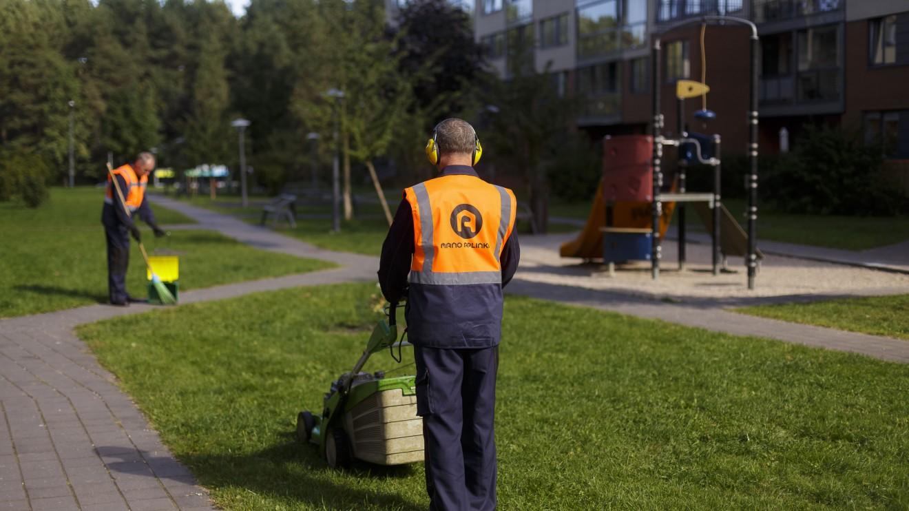 """UAB """"Mano aplinka"""" yra didžiausia Lietuvoje teritorijų tvarkymo ir patalpų valymo įmonė."""