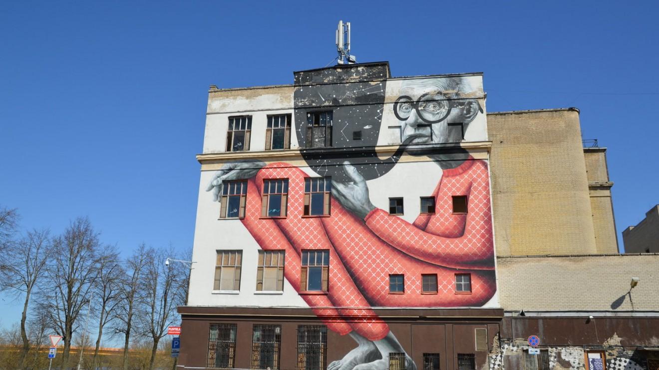 """Piešinys ant buvusio """"Fluxus ministerijos"""" pastato."""