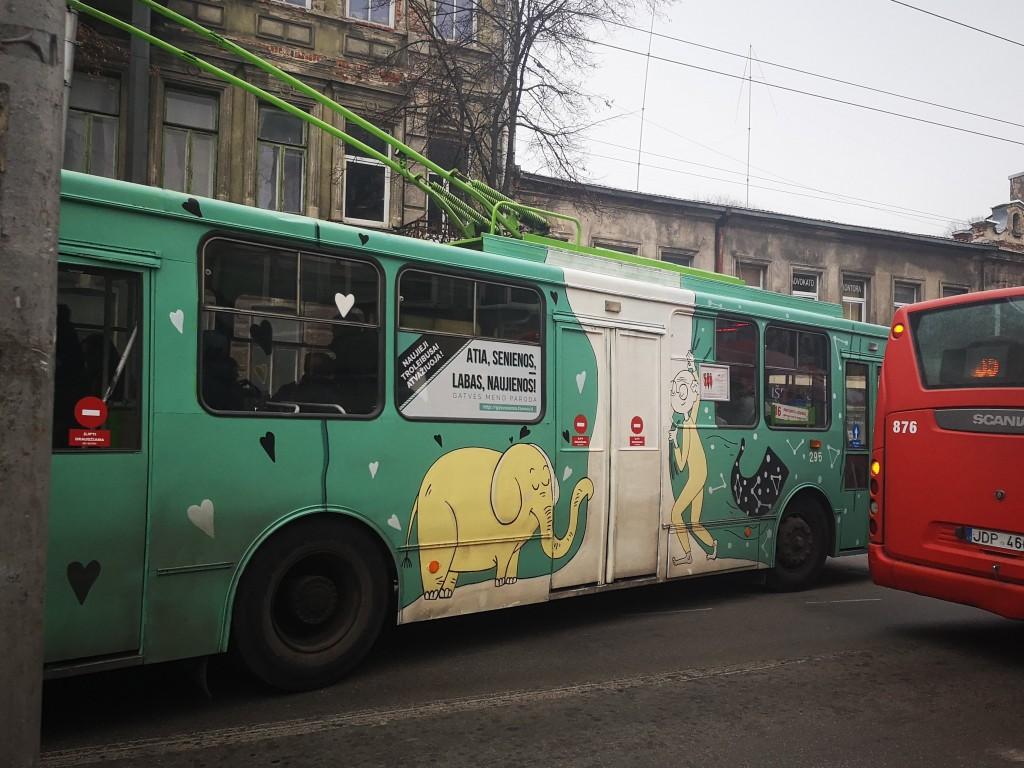 """Projektas """"Atia senienos, labas naujienos!"""" tik įsibėgėjo. Žadama išpiešti visus senuosius troleibusus."""