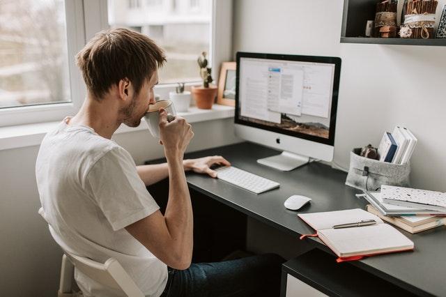 Dirbti namuose be investicijų, be interneto